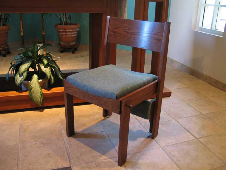 Marshallok 2001 chair shown with optional solid hardwood contoured back.